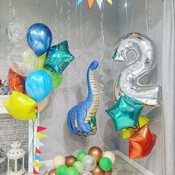 Композиция из шаров с динозаврами на день рождения ребенка