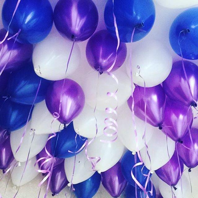 фото синих роз и зеленых надувных шаров